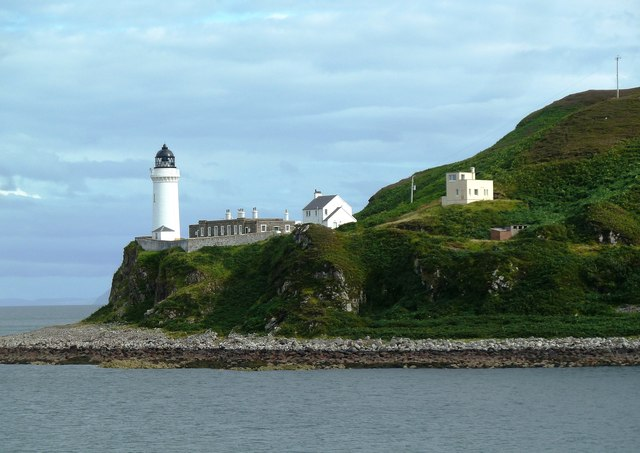 Davaar-Island-Coastguard-Station-Right-Hand-of-Photo-Mary-Angus-Hogg