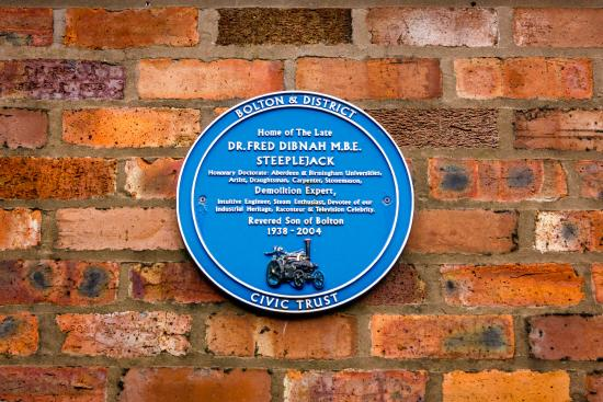 AAA Fred Dibnah Blue Plaque