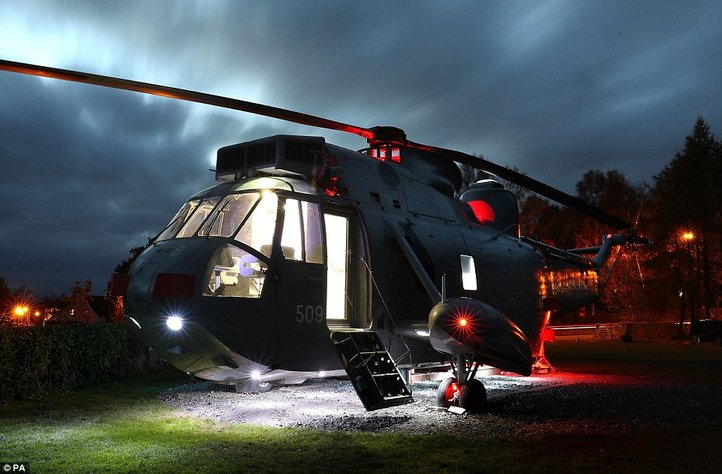 aa-a-martn-steedman-helicopter-main-night-light